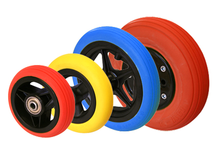 Wheel with colored tyre